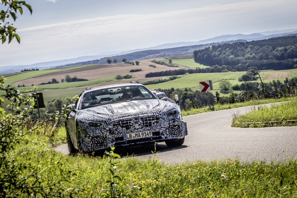 Die Legende lebt: Vorserienfahrzeuge des neuen SL Roadster starten zu ausführlichen StraßentestsThe legend lives on: pre-production vehicles of the new SL Roadster embark on extensive road tests